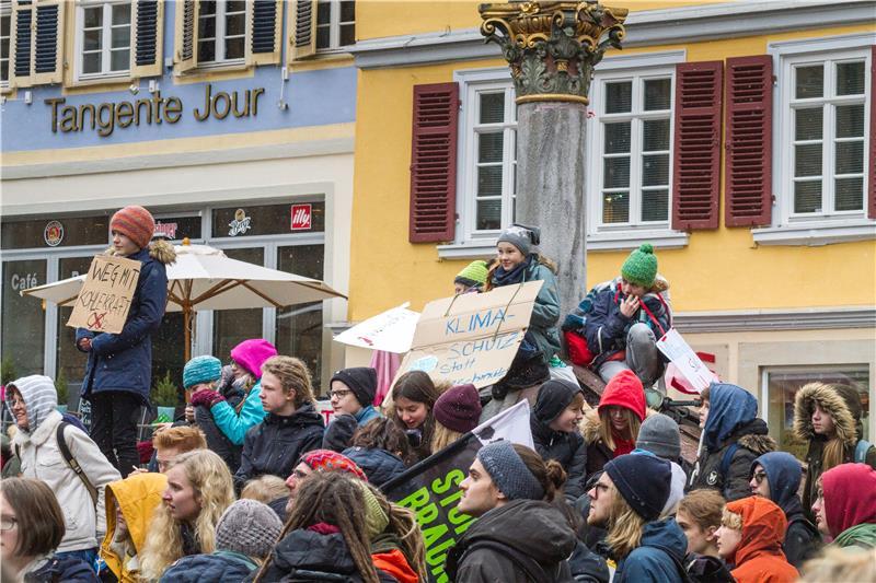 Fridays For Future Photo: 1000 Schüler Demonstrierten In Tübingen Für Den Klimaschutz
